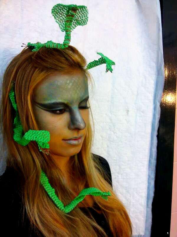 Disfraz maquillaje medusa con serpientes